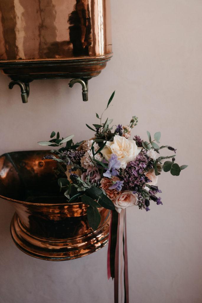 Un mariage à l'Abbaye de Talloires photos Florence Grandidier fleurs Natipi